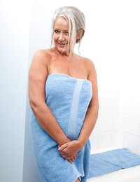 Mature milf loves to pamper..